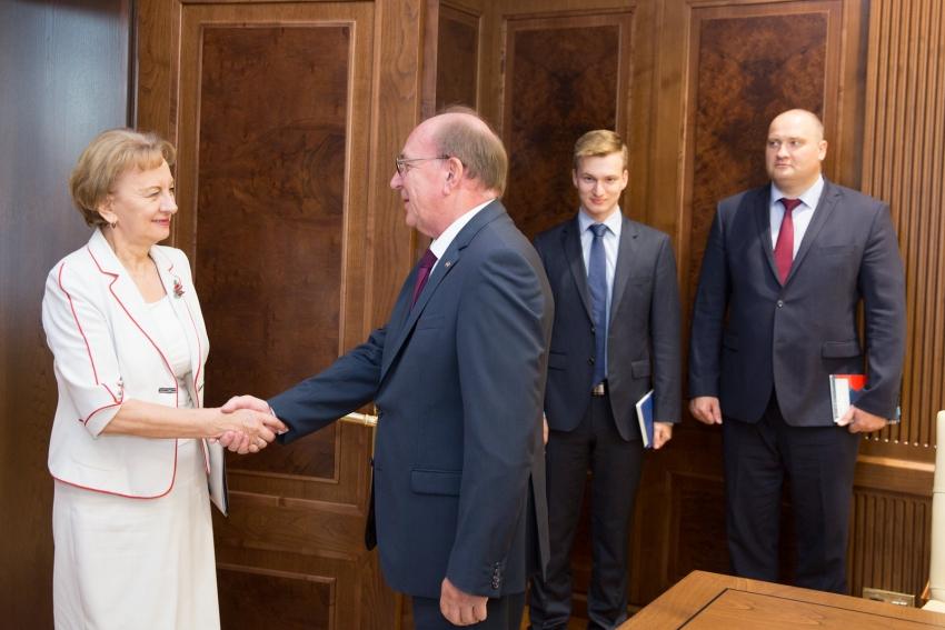 PRESEDINTELE PARLAMENTULUI A AVUT O INTREVEDERE CU AMBASADORUL FEDERATIEI RUSE IN REPUBLICII MOLDOVA