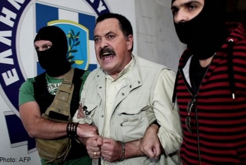 Al doilea om din ierarhia neonazistilor greci fuge de arestul Politiei