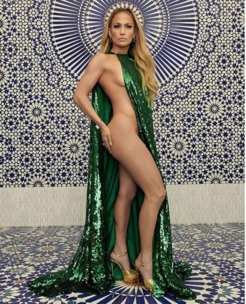 Cum reuseste Jennifer Lopez sa arata atit de bine la 50 de ani