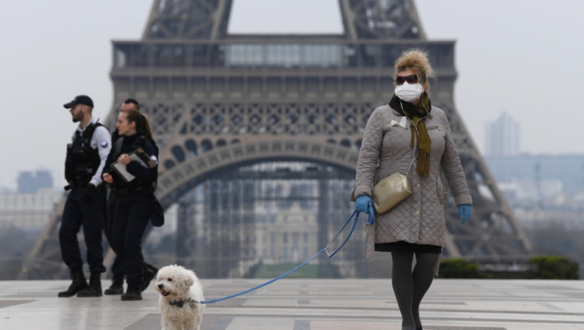 Incepind de Simbata, 24 Octombrie, 46 de milioane de francezi nu vor mai avea voie să iasa din case intre orele 21:00 şi 06:00