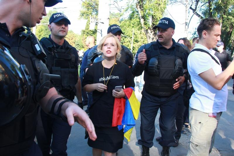 MAI MULTI CETATENI AU PROTESTAT IN PMAN DE ZIUA INDEPENDENTEI