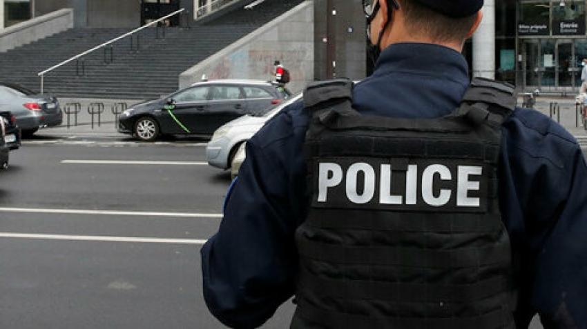Un Comisariat de Politie dintr-o suburbie a Parisului a fost atacat cu mortiere de artificii