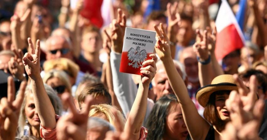 Proteste in Polonia dupa arestarea unei activiste LGBT la Varsovia