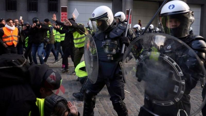 Franta se pregateste ca de razboi: 60.000 de politisti si jandarmi sunt scosi in strada