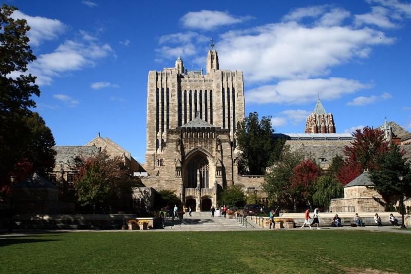 Facultatea de Drept Yale NU mai acorda burse studentilor crestini care critica ideile LGBT si corectitudinea politica