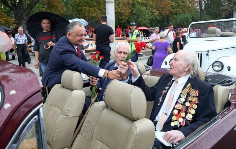 Circa 15 mii de oameni au participat la Marsul Memoriei organizat cu prilejul aniversarii a 72-a de la eliberarea Moldovei de ocupatia fascista