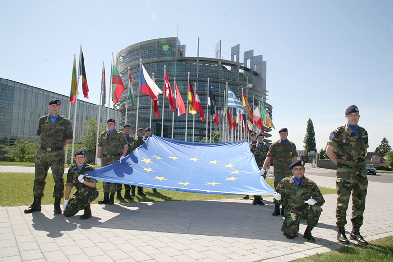 UE ISI CONSTRUIESTE ARMATA