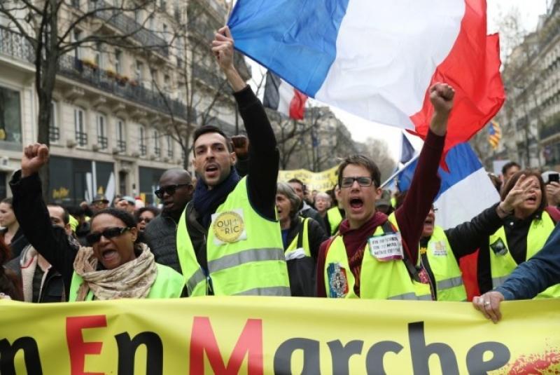 """O nou manifestatie a """"vestelor galbene"""" in Franta. O femeie ranita grav si 31 de arestari"""