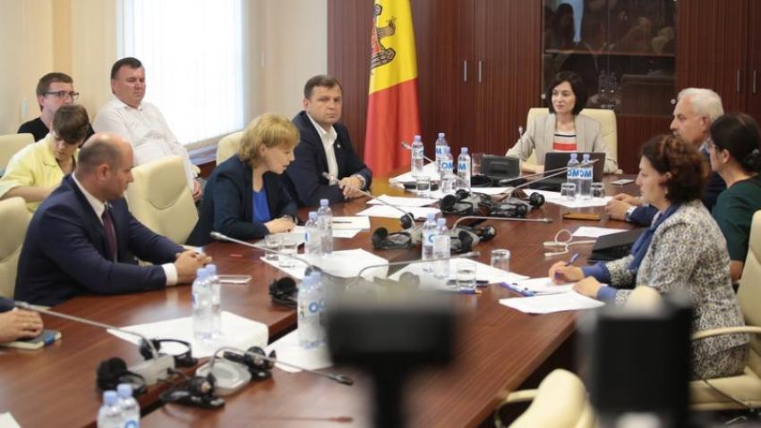 OPT PRIMARII DIN RAIONUL CAUSENI SI UNIUNEA TEATRALA DIN MOLDOVA ISI ANUNTA SPRIJINUL FATA DE NOUL PARLAMENT SI GUVERN AL RM