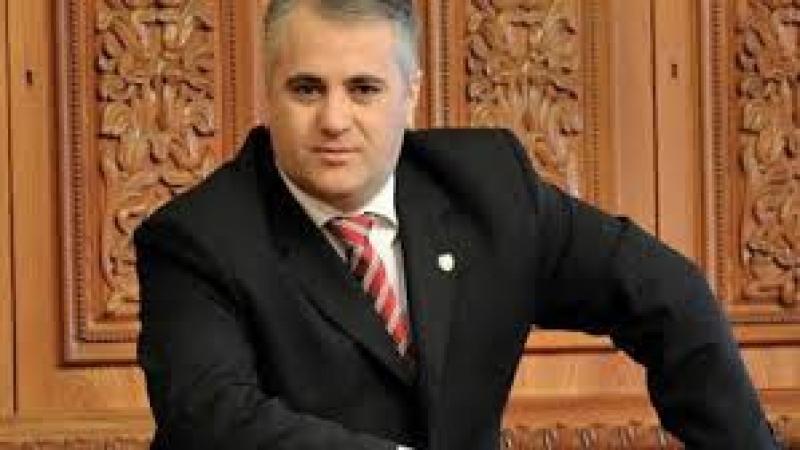 GUVERNUL PONTA NU SPRIJINĂ DECÎT PRIN VORBE ADERAREA REPUBLICII MOLDOVA LA UE