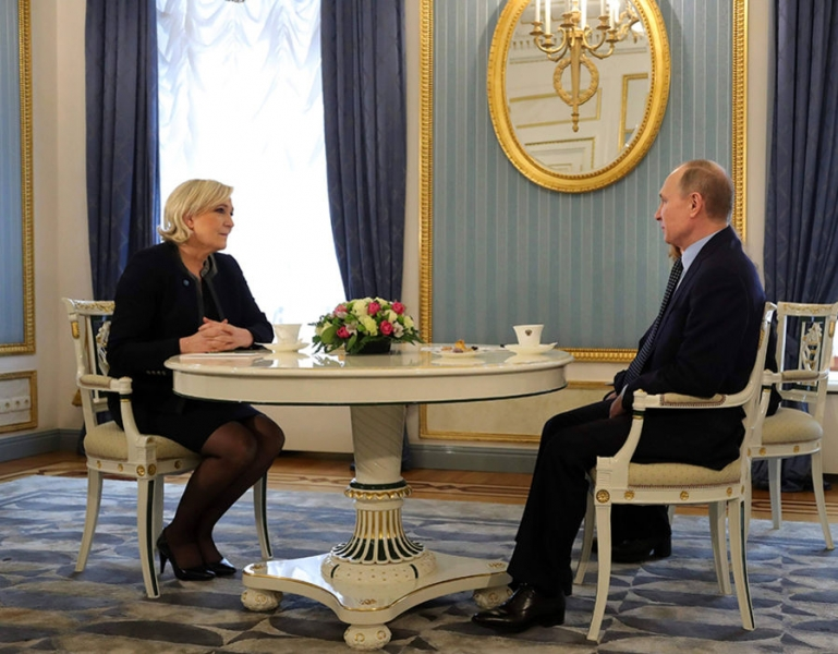 LE PEN PLEDEAZA PENTRU O COOPERARE MAI STRINSA CU RUSIA IN LUPTA IMPOTRIVA TERORISMULUI