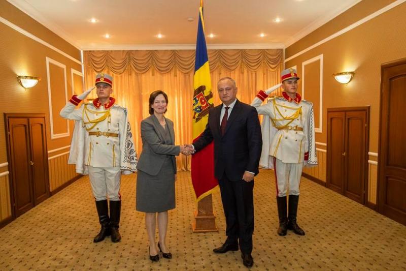 PRESEDINTELE R. MOLDOVA A PRIMIT SCRISORILE DE ACREDITARE DIN PARTEA A CINCI AMBASADORI AGREATI