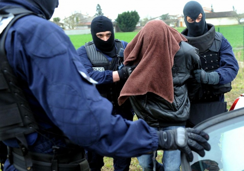 Un cuplu din Romania a fost arestat in Franta, fiind suspectat de trafic si exploatare de minori