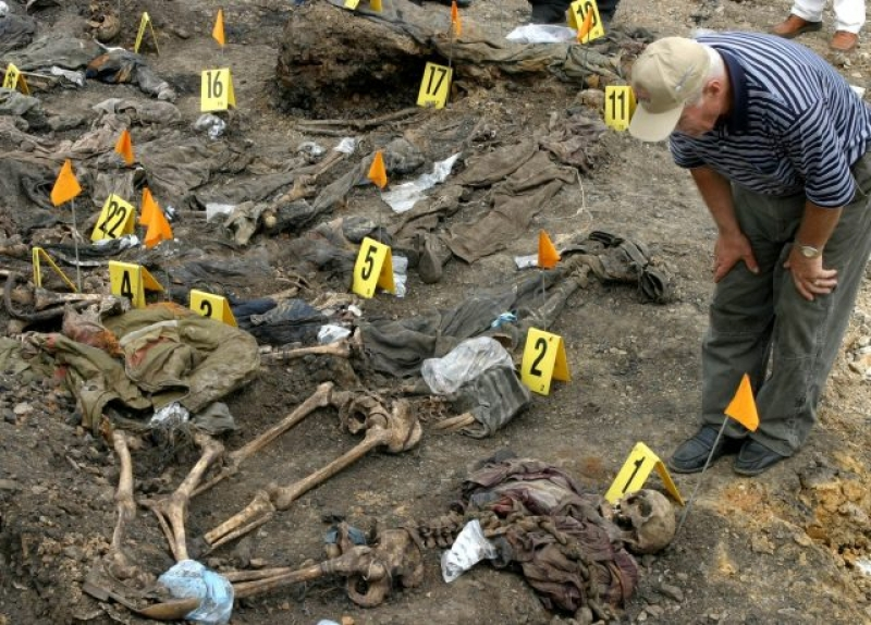 Au fost descoperite doua gropi comune cu 90 de membri ai minoritatii yazidi ucisi foarte probabil de jihadisti in Irak