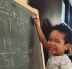 Un copil superdotat de 3 ani rezolva ecuatii si bate adultii la şah
