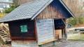 """Cu """"amarita"""" suma de 775.000 de euro, un roman a cumparat o baraca darapanata de 12 m.p. pe malul unui lac din Austria"""