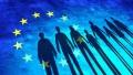 Desi mai pesimisti decit europenii privind situatia economica personala, doua treimi dintre romani se simt cetateni ai UE