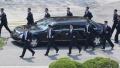 De ce isi pune Kim Jong-un bodyguarzii sa alerge pe linga masina si ce conditii trebuie sa indeplineasca cei care il pazesc