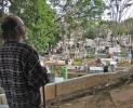 TRISTA POVESTE A BĂRBATULUI CARE DOARME CU MORŢII