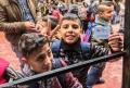 Zeci de copii refugiati au plecat de la Atena spre Germania
