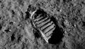 Accesibilitatea calatoriei spatiale poate duce la un nou tip de oportunisti: nu exista nici o lege care sa interzica licitarea urmelor emblematice de pe Luna