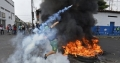Criza din Venezuela. Trei militari ai garzii nationale au dezertat. Ciocniri violente la granita inchisa cu Columbia