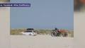 Ce a patit un mitocan de roman care a intrat cu masina pe o plaja din Grecia