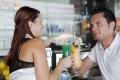 CUM AFECTEAZA ALCOOLUL RELATIILE ROMANTICE LA DISTANTA