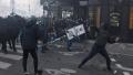 Proteste violente la Paris. Masini incendiate si riposta fortelor de ordine