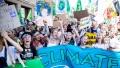 Tinerii sunt mai ingrijorati de schimbarile climatice decit de pandemie