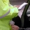 Un funcţionar a fost reţinut după ce a estorcat 5000 de lei de la un cetăţean