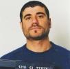 Suspectul căutat pentru crimă a mers la secţie să se predea