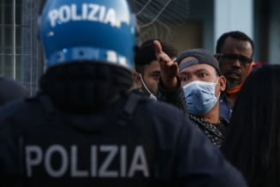 Italia e coplesita de migranti si cere ajutorul cancelariilor europene