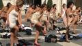 Fostele stewardese de la Alitalia s-au dezbracat in centrul Capitalei italiene in semn de protest