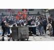 CIOCNIRI VIOLENTE ÎNTRE DEMONSTRANŢI ŞI POLIŢIE