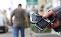 RISCĂ SĂ FIE CONDAMNAŢI PENTRU FURTUL A 11 TELEFOANE MOBILE
