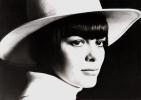 Viata artistei Mireille Mathieu, zina ridicata din saracie extrema si ajunsa rasfatata Frantei