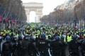 Proteste violente in Franta: Politia a folosit gaze lacrimogene si tunuri de apa pentru a dispersa multimea, la Paris