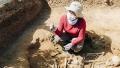 Sapind in gradina, a descoperit un mormint vechi de 7000 de ani