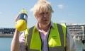 Ca la el acasa: Boris Johnson s-a asezat cu piciorul pe masa la Palatul Elysee