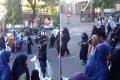 La o parada de Ziua Independentei, copii de gradinita purtind uniforme ca ale jihadiștilor Statului Islamic