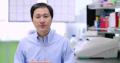 PORTRETUL CERCETATORULUI CHINEZ CARE A MODIFICAT GENETIC DOUA FETITE