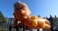 """Protest inedit la Londra: un balon """"Bikini Khan"""" a fost inaltat in apropierea Parlamentului britanic"""