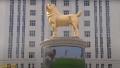 Statuie aurita de 6 metri pentru rasa de ciini preferata a Presedintelui din Turkmenistan