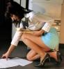 Bărbaţii vor să se interzică fustele scurte la muncă